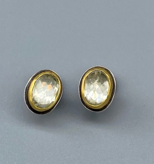 22k-whitetopaz-earrings